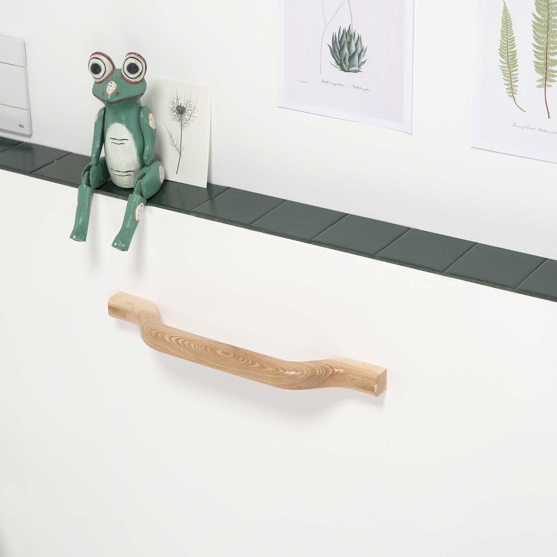 portasciugamani di design in legno per il bagno